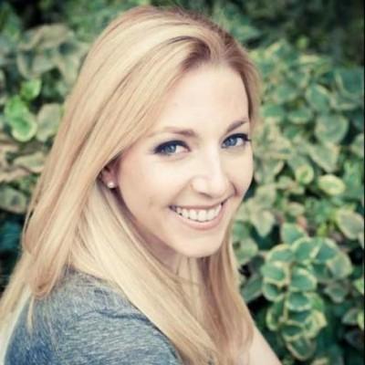 Lindsey Hoshaw